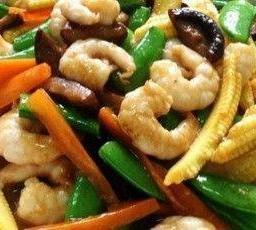 ผัดผักรวมมิตรใส่กุ้ง Mixed Vegetable with Shrimps