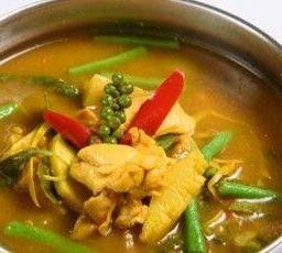 แกงป่าหมู หรือไก่ กุ้ง เนื้อ Red Curry Clear Soup