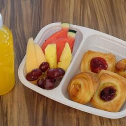 ชุดอาหารว่าง เดนิช ผลไม้รวม และน้ำผลไม้