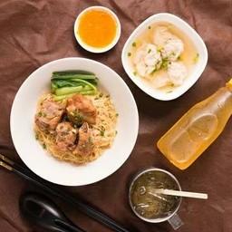 ชุดเซ็ทบะหมี่โครงหมูตุ๋น + น้ำชาดำเย็น 1 ขวด