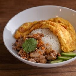 ข้าวหมูกระเทียมพริกไทย