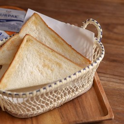 ขนมปังปิ้งเนยและแยม