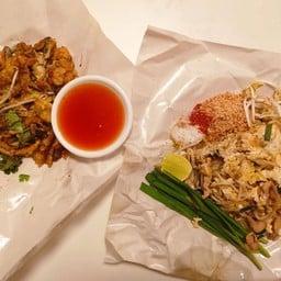 หอยทอดผัดไทย สวนภูมิรักษ์