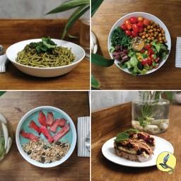 เลือกอาหารเส้น + สลัด+ 2 น้ำผลไม้คั้นสด