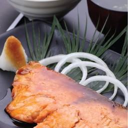 ชุดปลาแซลมอนย่างซีอิ๊ว