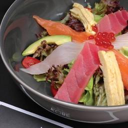 สลัดปลาดิบรวม (Chirashi Salad)