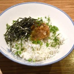 ข้าวหน้าปลาข้าวสารซอสโชยุ (เล็ก)