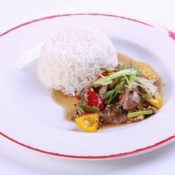 เนื้อผัดพริกไทยราดข้าว