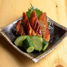 ปลาไหลย่างแตงกวาคลุกน้ำส้มสายชู