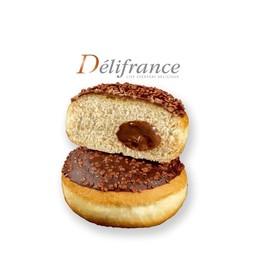 โดนัท ( สอดใส้ช็อคโกแลต เฮเซลนัท และ เคลือบด้านบนด้วยช็อคโกแลตและถั่ว)