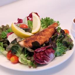สลัดผักสดกับปลาแซลมอลปรุงรส