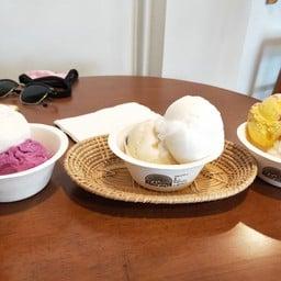 Seasons Premium Homemade Icecream สันติธรรม