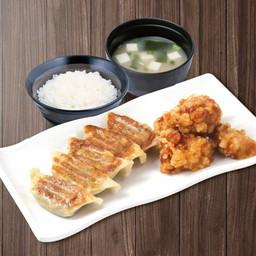 เซตเกี๊ยวซ่า 5 ชิ้น + ไก่คาราเกะ 2 ชิ้น