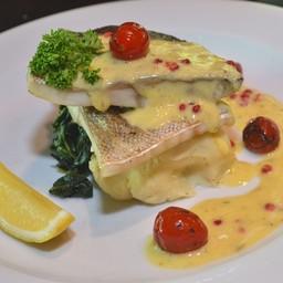 ปลากระพงย่างซอสพริกไทยสีชมพู