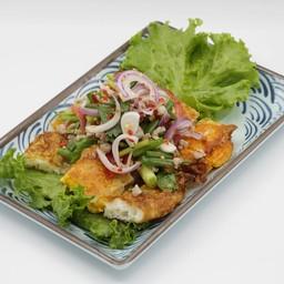 ยำไข่ดาว Spicy Fried Egg Salad