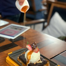 Hot Plate Caramel Brownie
