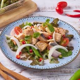ยำแซลมอนย่าง Grilled Salmon Spicy Salad