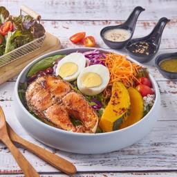สลัด แซลมอนย่างพริกไทยดำ Grilled Black Pepper Salmon Salad