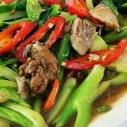 คะน้าฮ่องกงปลาเค็มราดข้าว