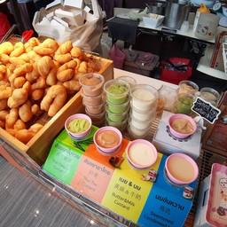 ปาท่องโก๋เหล่าซือ(ตลาดรวมทรัพย์) by เพชรบุรี42 ตลาดรวมทรัพย์