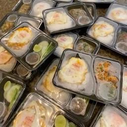 ผัดพริกแกงทะเล +ไข่ดาว ราดข้าว