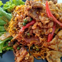 บะหมี่พริกไทยเม็ดคั่วไฟแดงหมู