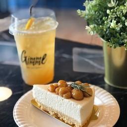Macadamia Caramel Cheesecake