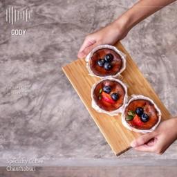 ชีสเค้กหน้าไหม้ไซส์มินิ ตามแบบฉบับของ CODY กินคู่กับผลไม้อย่างลงตัว