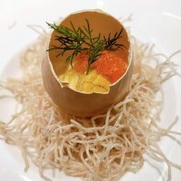 เป็นไข่และอูนิและไข่กุ้งอร่อยมาก