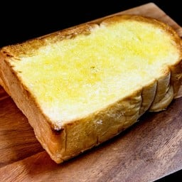 ขนมปังอบน้ำตาลเนยสด