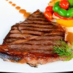 สเต็กเนื้อสันสะโพกวากิว (A) มันฝรั่งมูส ขนาด 200 กรัม