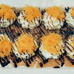 โรตีทิชชู่วิปครีม+ฝอยทอง+ช็อกโกแลต