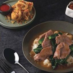 โปรโมชั่น !! ราดหน้าคะน้าฮ่องกง + ปลาหมึกไข่คั่วพริกเกลือ
