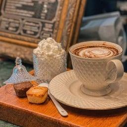 ก๋วยเตี๋ยวโรงไม้ & Coffee Table Onnut