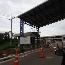 ทางเข้าสนามบิน