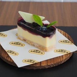 Cheesecake with Bluberry Sauce