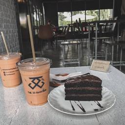 ชาไทยหวานน้อย กับ ดาร์กช็อกเค้ก ☕️💚