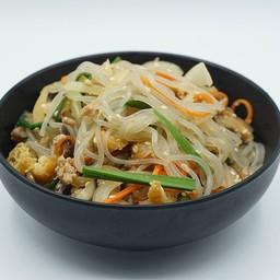 ชับแช (Korean Stir-Fried Glass Noodles)