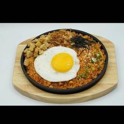 หมูสับผัดกิมจิคลุกข้าว (Stir-Fried Minced Beef & Rice with Kimchi)