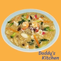 Daddy's Kitchen สุกี้ ราดหน้าฮ่องกง ผัดซีอิ้ว กะเพรา