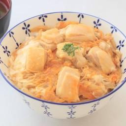 ข้าวหน้าไก่ราดไข่ซาโต(ร้านซาโตด้ง)