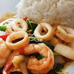ข้าวกะเพราทะเล(ร้านอาหารตามสั่งยกยอ)