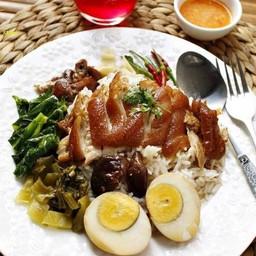 ข้าวขาหมู+ไข่ +ไส้[ร้านขาหมูตรอกซุง]
