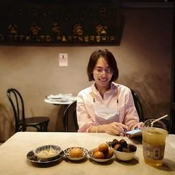 เราชอบจานนี้ที่สุด รองมาก็ซาลาเปาทอดฮ่องเต้ กุยช่ายกรอบดี ทานเพลินๆ กับน้ำจิ้มรส