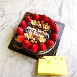 Strawberry & Nutty Larna cake 1 pound