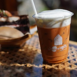 Thai tea latte