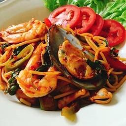 สปาร์เก็ตตี้ ผัดขี้เมาซีฟู๊ด (Spaghetti Spicy Seafood) 180฿