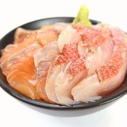 ข้าวหน้าแซลมอนกับปลาคิมเมะไดญี่ปุ่น