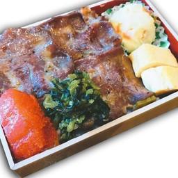 ชุดข้าวกล่องหน้าลิ้นวัวและไข่ปลาเมนไทโกะ