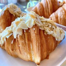 Croissant Almond 🥐